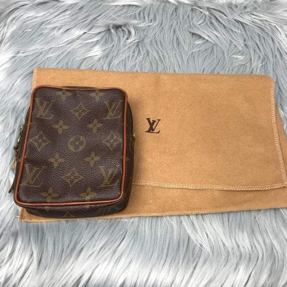 6c4351620 Louis Vuitton Handbags - Louis Vuitton small Crossbody Clutch